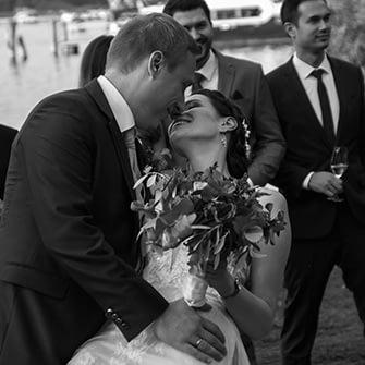 Hochzeitsfotograf Berlin Potsdam Brandenburg – Hochzeitsreportage – Hochzeit -Freie trauung-Bad Saarow – Braut - Kuss