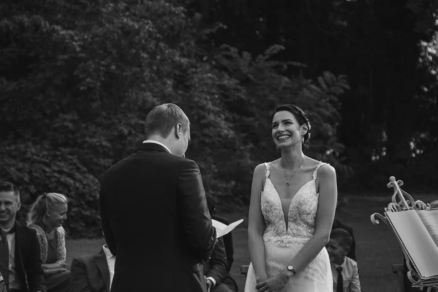 Glückliche Braut - Freie trauung - Hochzeitsreportage - Hochzeitsfotograf Berlin Potsdam Brandenburg
